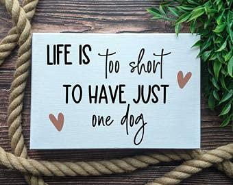 free brand Signo de madera Life is too short to have just one dog signDogs home decordog signdog para homedog regalos para dueñosdog mamá regalo baño pared arte decoración pared