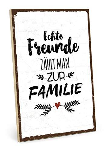 TypeStoff Holzschild mit Spruch – ECHTE Freunde ZÄHLT Man ZUR Familie – Grafik-Bild bunt, Schild, Wandschild, Türschild, Holztafel, Holzbild als Geschenk und Dekoration (19,5 x 28,2 cm)