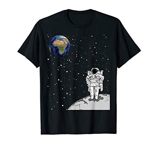 Raumfahrer-Astronaut auf Mond, der Erde im Raum betrachtet T-Shirt