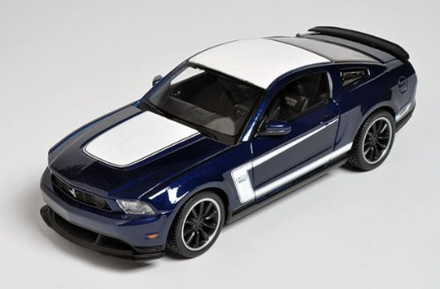 2011 Ford Mustang Boss 302 bluee 1 24 by Maisto 31269 by Maisto