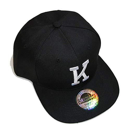Gorra con letras iniciales, color blanco y negro K Talla...