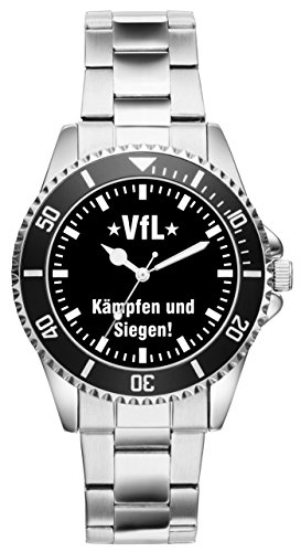 Zeitloses Design: Perfekt für moderne Männer! Dank diesem besonderen Modell schauen Sie doppelt so gerne nach der Zeit! Ein solides Marken Laufwerk sorgt für Ganggenauigkeit. Das Metall Armband ist in seiner Größe 7-fach verstellbar. Der Durchmesser der Uhr beträgt ca. 40 mm und die Wasserdichtigkeit ist 3 ATM.