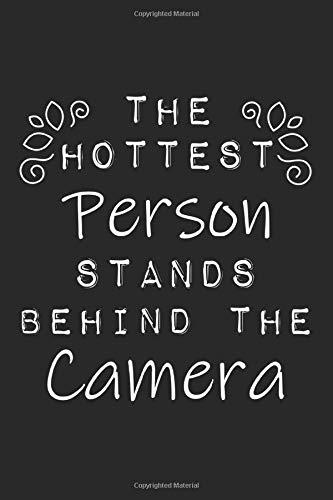 The Hottest Person Stands Behind The Camera: A5 Notizbuch, 120 Seiten liniert, Fotograf Fotografen Fotografie Fotografieren Notizheft Lustiger Spruch