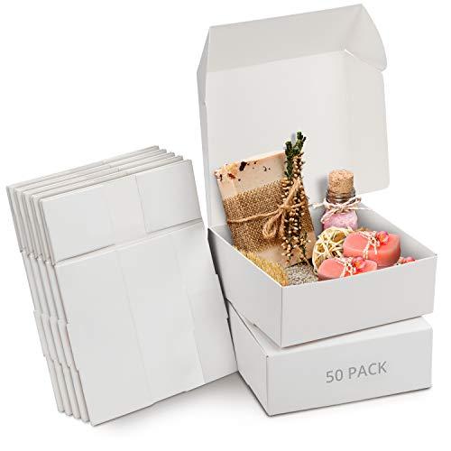 Kurtzy Cajas de Cartón Kraft Blancas (Pack de 50) – Medidas de las Cajas 12 x 12 x 5 cm - Caja Kraft Fácil Ensamblado Cuadrada Presentación - Cajas Blancas para Fiestas, Cumpleaños, Bodas
