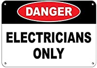 危険電気技師のみ壁錫サイン金属ポスターレトロプラーク警告サインヴィンテージ鉄絵画の装飾オフィスの寝室のリビングルームクラブのための面白いハンギングクラフト