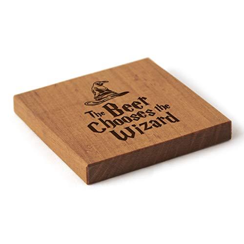 Harry Potter inspiriertes Geschenk – Zauberer Holz-Untersetzer – massives Kirschholz – Geschenk (Das Bier wählt den Zauberer)