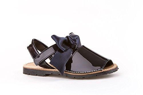 Sandalias Menorquinas Charol con Lazo para Niñas Todo Piel mod.206. Calzado infantil Made in Spain, Garantia de Calidad.