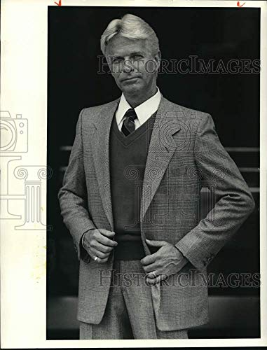 Historic Images -1985 Press Photo Men's Fashion Model Poses in JCPenney Suit & Sweater Vest