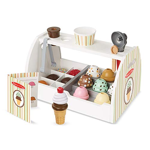 Set de 28 piezas de madera para preparar helados Incluye el mostrador, 8 bolas de helado de madera, 6 ingredientes decorativos, 2 conos, 1 copa de plástico, 1 cuchara para bolas de helado, 1 cuchara de madera y 1 tarjeta de menú reutilizable Las bola...