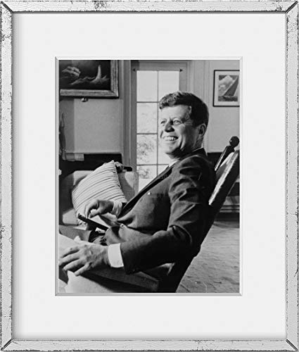 Historic Photographs Foto: Presidente John F. Kennedy, en Mecedora, Puede 29,1963, JFK, Sonriente,...