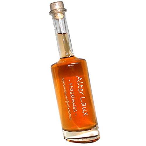Alter Laux Haselnuss -500ml- 40% Obstspirituose mit Haselnuss | in einer formschönen schrägen Flasche | mit Hand beschrieben