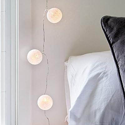 10 LEDs de luz blanca cálida de cable transparente 10 bolas de algodón blanca de 5 cm de diámetro Guirnalda de 1.71 m de largo, incluyendo el cable de 45 cm Opera con 2 pilas AA (no incluidas) Para uso en interiores