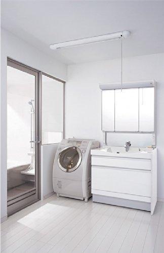 天井取り付けタイプの物干しです。手元で洗濯物をかけた後に、乾かすときは高くあげられます。車いすを使っている方が洗濯物を干すときなどにも便利に使えます。