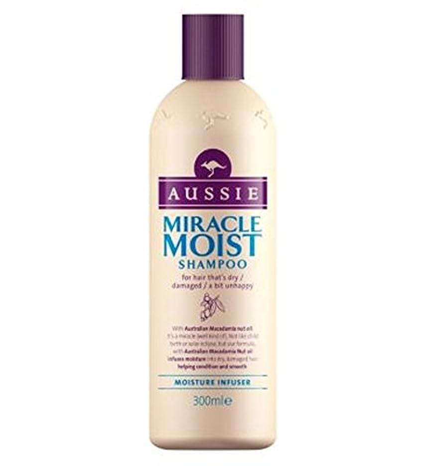 左泣いているウォーターフロントAussie Miracle Moist Shampoo 300ml - オージー奇跡湿ったシャンプー300ミリリットル (Aussie) [並行輸入品]
