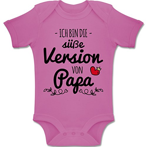 Shirtracer Vatertag Baby - Ich Bin die süße Version von Papa - 1-3 Monate - Pink - BZ10 - Baby Body Kurzarm Jungen Mädchen