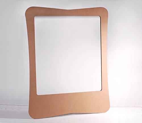 Selfpackaging Photocall de cartón con atrezzo
