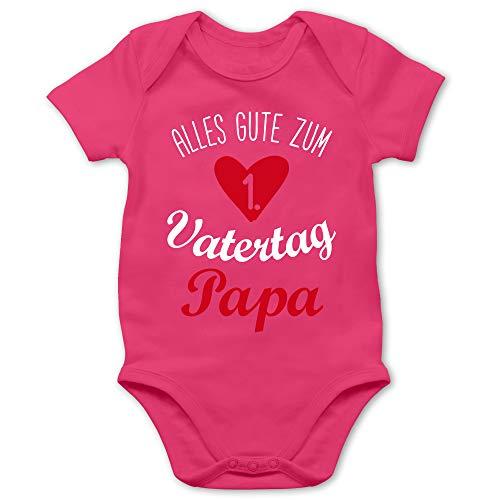 Shirtracer Vatertagsgeschenk Tochter & Sohn Baby - Alles Gute zum ersten Vatertag V1-6/12 Monate - Fuchsia - Vatertagsgeschenk Body - BZ10 - Baby Body Kurzarm für Jungen und Mädchen