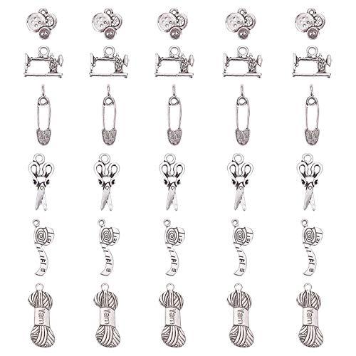 PandaHall 30 piezas de 6 estilos de aleación tibetana de plata antigua para coser, tejer, colgantes, dijes para hacer bricolaje, (tijeras, pipa, pasador de seguridad, hilo, botón, máquina de coser)