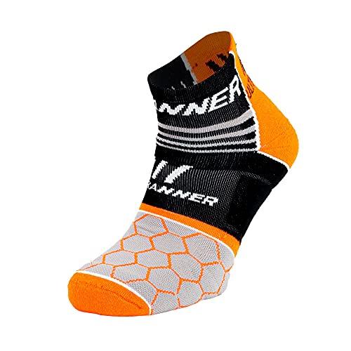 ULTRANNER - ATHOS | Calcetines para Trail Running Hombre y Mujer - Calcetines Coolmax Antiampollas Semi-Compresivos - Calcetines con Resistencia para Mayor Durabilidad - Color Naranja Talla 37 a 39