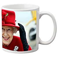 Mug en céramique blanc Logo Elisabeth II Reine d'Angleterre Hauteur 9,5 cm / diamètre 8 cm Vendu exclusivement par Kdomania et livré en 2 à 3 jours ouvrés Attention aux contrefaçons expédiées de chine