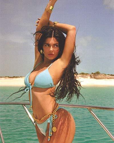 Phoneix vc Kylie Jenner American singer 12 x 16' poster