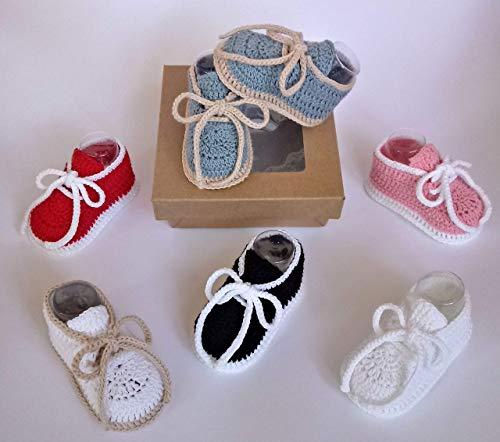 Patucos para bebés de ganchillo, hechos a mano, tipo deportivos, en dos tallas de 0-3 meses y de 3-6 meses. Temporada Primavera-Verano. 100% Algodón orgánico.