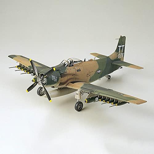 Tamiya 61073 - Maqueta del avión Douglas A-1J Skyrider USAF