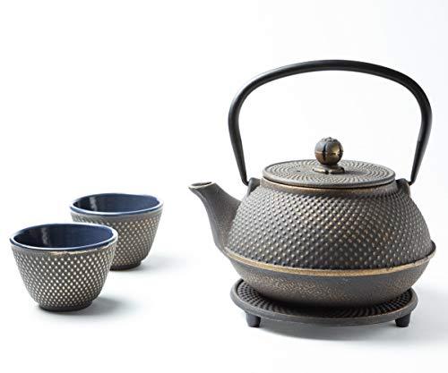 Tealøv TEEKANNE GUSSEISEN 800 ml - KOMPLETTES Set Gusseisen Teekanne mit Sieb, Teetassen und Untersetzer Teeservice im Japanischen Stil –Arare Gold