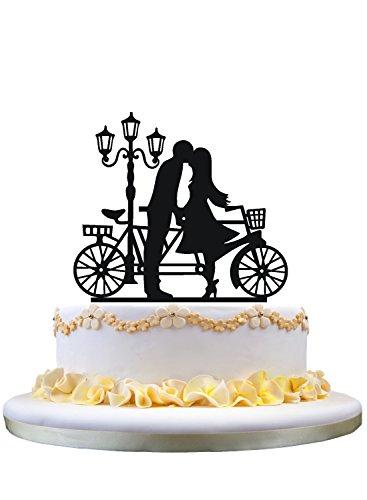 Siluetta del cappello di torta nuziale BF GF che bacia accanto a lampada e bicicletta tandem