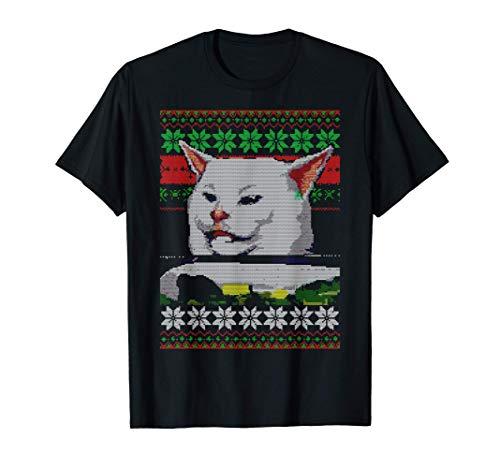 Meme de mujer gritando a un gato Suéter navideño hortera Camiseta