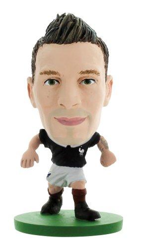 SoccerStarz - 400338 - Figurine - Sport - Le Pack De 1 Figure De L'équipe De France Contenant Mathieu Debuchy dans Sa Tenue D'équipe De France À Domicile