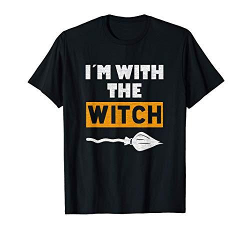 I'm With The Witch, pareja de Halloween Camiseta