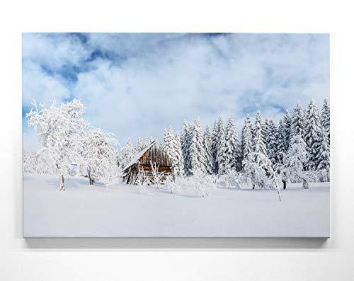 Panorama Leinwand Hütte im Schnee - als 150x50cm großes XXL Leinwandbild. Wandbild als Hintergrund und Deko für Wohnzimmer & Schlafzimmer. Aufgespannt auf Holzrahmen