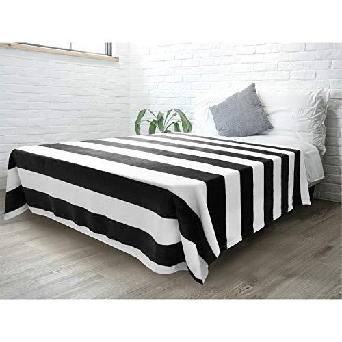 PAVILIA Gestreifte Überwurfdecke für Sofa, Couch, Bett, weiches Flanell-Fleece, gestreift, schwarz und weiß, dekorativer Überwurf, warme, gemütliche, leichte Mikrofaser, 152,4 x 203,2 cm