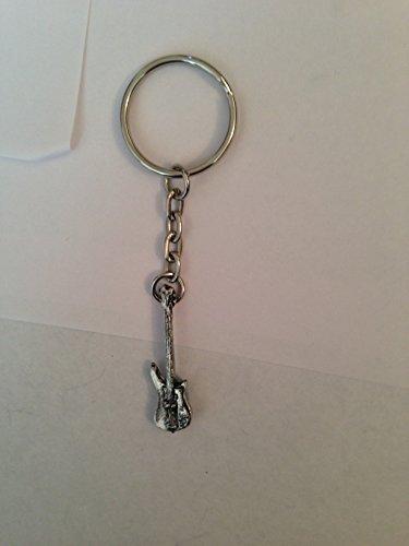 Schlüsselanhänger mit Bassgitarre PP-M05 aus feinem englischen Zinn an einem Spaltring.