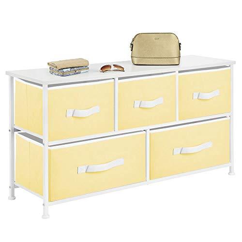 mDesign Cajonera de metal y tela con 5 cajones – Ancha cómoda para dormitorio, sala de estar o pasillo – Mueble organizador para ropa con balda de madera MDF – amarillo claro/blanco