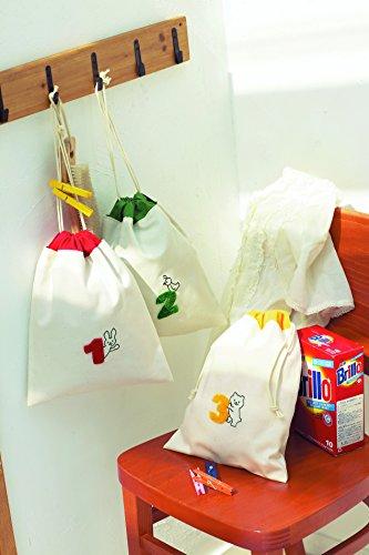 数字の部分にニードルパンチがあしらわれた、ほっこり癒される巾着袋。幼稚園や学校で必要な袋にちょこっと施すだけで、温かみのある仕上がりに。ニードルパンチ初心者さんでも簡単にできそう♪
