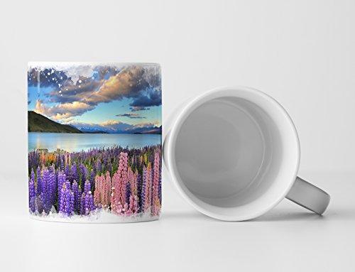 Eau Zone Fotokunst Tasse Geschenk Landschaftsfotografie – Lila und rosa Lupinen Tekapo See Neuseeland
