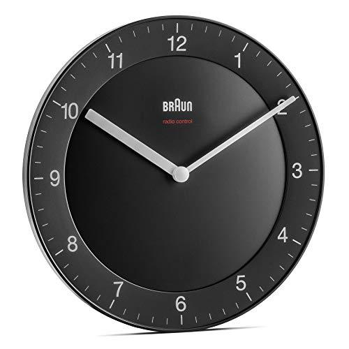 Braun Klassische Funkwanduhr für die Mitteleuropäische Zeitzone (MEZ/GMT+1) mit ruhigem Uhrwerk, leicht lesbarem Zifferblatt mit 20cm Durchmesser in Schwarz, Modell BC06B-DCF
