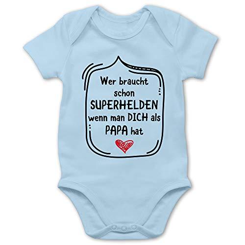 Vatertagsgeschenk Tochter & Sohn Baby - Wer braucht Schon Superhelden wenn Man Dich als Papa hat - 1/3 Monate - Babyblau - Body mit Spruch Papa - BZ10 - Baby Body Kurzarm für Jungen und Mädchen