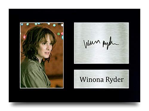 HWC Trading Winona Ryder Stranger Things Joyce Byers Photo imprimée avec autographe pour les fans de télévision – A4