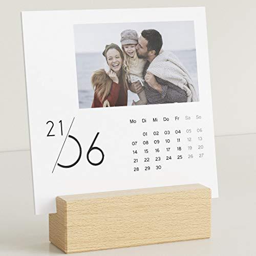 sendmoments Fotokalender 2021 mit dekorativem Holzhalter & Relieflack, Jahreskalender, Kalender für Digitale Fotos, Tischkalender mit persönlichen Bildern, quadratisch 145x145