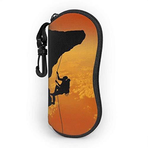 Estuche blando para gafas de sol con estampado Rock Climbing Adventure, con clip para el cinturón, funda protectora de neopreno suave y ligera con cremallera, 17 cm × 8 cm