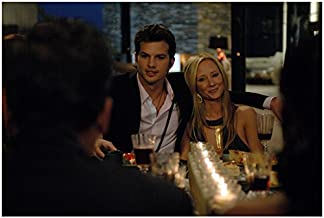 Spread (2009) 8x10 Photo Ashton Kutcher & Anne Heche Leaning on Him at Dinner kn