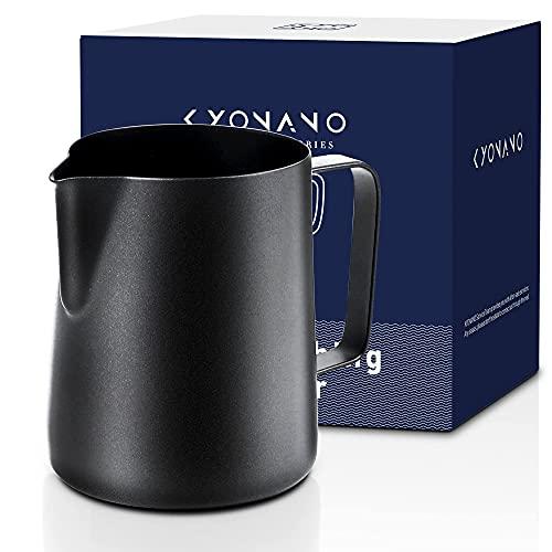 KYONANO Milchkännchen, 350ml Milchkännchen Edelstahl 18/8, Premium Barista Zubehör Handheld Aufschäumkännchen, Milchkanne schwarz mit 2 Barista Tuch für Cappuccino Espresso (3er Set)
