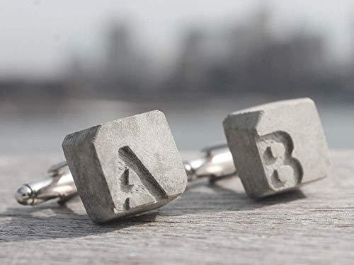 Manschettenknöpfe Beton mit Initialen | becrete von Betonidee | 2 cufflink in Schmucketui | personalisiertes Männer-Geschenk mit Gravur