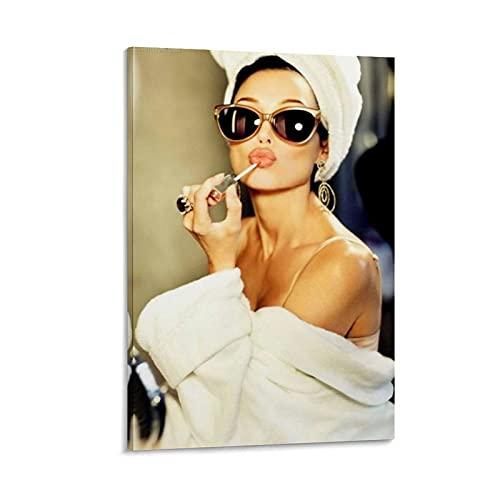 XCBVN Póster de Audrey Hepburn Putting on Lipstick Pop en lienzo y arte de la pared con impresión moderna para dormitorio familiar de 20 x 30 cm
