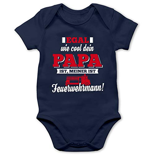 Shirtracer Sprüche Baby - Egal wie Cool Dein Papa meiner ist Feuerwehrmann - 1/3 Monate - Navy Blau - mädchen Feuerwehr - BZ10 - Baby Body Kurzarm für Jungen und Mädchen