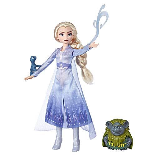 Hasbro Disney Die Eiskönigin Elsa Puppe im Reise-Outfit, inspiriert durch den Film Die Eiskönigin 2, mit Pabbie und Salamander