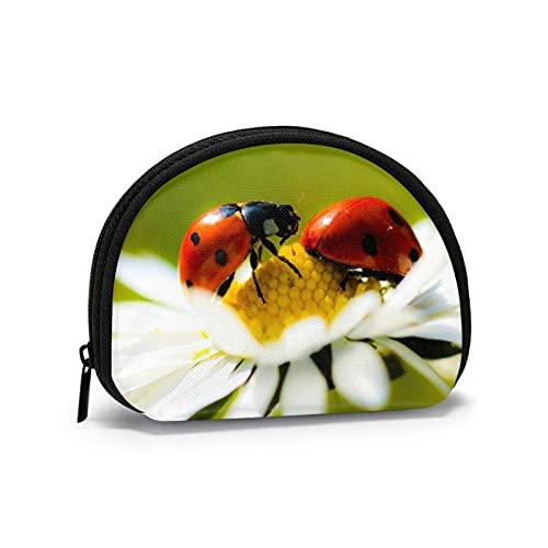Ladybug Bud Travel Shell Cosméticos Bolsas de almacenamiento portátiles para mujeres y niñas pequeñas monedero monedero monedero monedero
